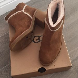 UGG *NEW* tan suede boots size 6